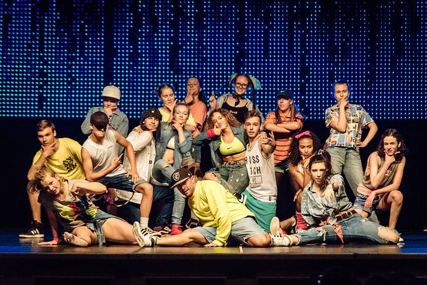 05.08.2017 / Erfurt / Abschlussgala 26. Internationales Erfurter Sommertanzprojekt / Das Ergebnis eines einwöchigen Tanzworkshop-Trainings mit Tanzlehrern aus der ganzen Welt präsentierten die Teilnehmer des 26. Internationalen Sommertanzprojekts unter Leitung von Cornelia Aurich, TanzKreation Erfurt, am 5. August 2017 bei einer Abschlussgala im Kaisersaal in Form von einstudierten Choreographien. / Foto: Henry Sowinski  +++++++++++ Veröffentlichung ist Honrarpflichtig! Henry Sowinski, Steubenstr. 34, 99423 Weimar, Tel.: 0170 8045180 GLS Bank, IBAN DE08 4306 0967 6039 2069 00, BIC GENODEM1GLS